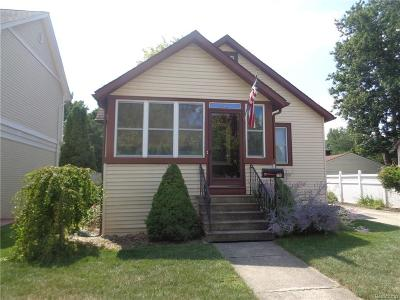 Royal Oak, Ferndale, Berkley, Clawson, Pleasant Ridge Single Family Home For Sale: 469 W Baker Avenue
