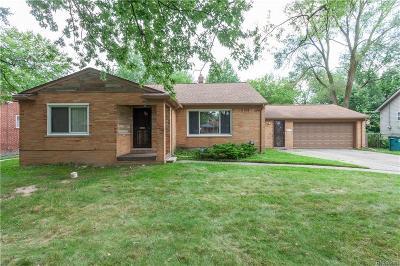 Oak Park Single Family Home For Sale: 22111 Cloverlawn Street