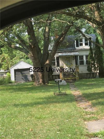 Macomb County, Oakland County, Wayne County Single Family Home For Sale: 5225 University Place E