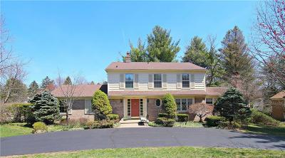 Bloomfield Twp Single Family Home For Sale: 7461 Wing Lake