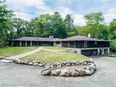 Bloomfield Twp Single Family Home For Sale: 7466 Wing Lake Road