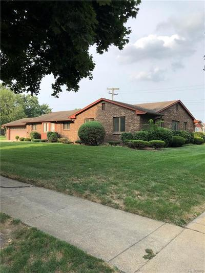 Dearborn Heights Single Family Home For Sale: 25673 Graceland Circle