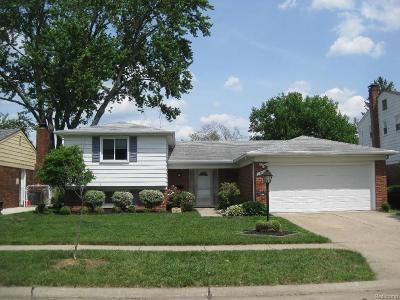 Livonia MI Single Family Home For Sale: $245,000