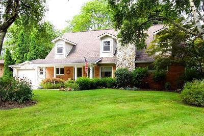 Bloomfield Twp Single Family Home For Sale: 2252 Devonshire Road