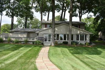 Macomb County, Oakland County Single Family Home For Sale: 1203 Duckwood Court