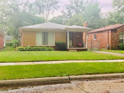 Oak Park Single Family Home For Sale: 22011 Cloverlawn Street