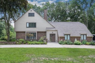 Oakland Twp Single Family Home For Sale: 2183 Windy Hill Court