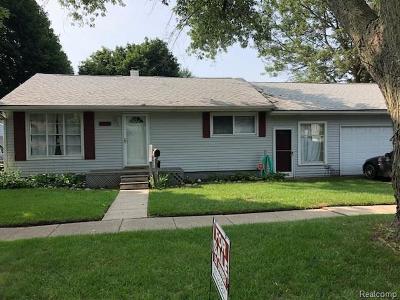Brighton MI Single Family Home For Sale: $174,900