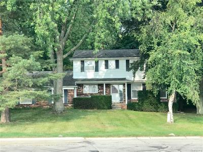 Bloomfield Twp Single Family Home For Sale: 1680 Hunters Ridge Drive