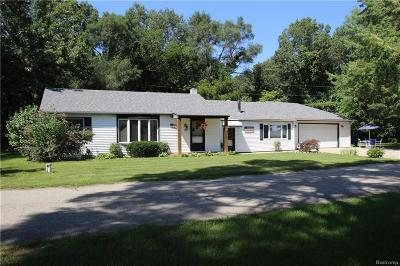White Lake Single Family Home For Sale: 860 Cedar Bay Court
