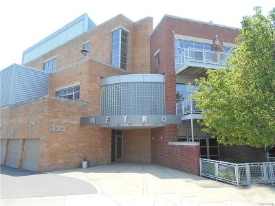 Royal Oak Condo/Townhouse For Sale: 322 E Harrison Avenue #30