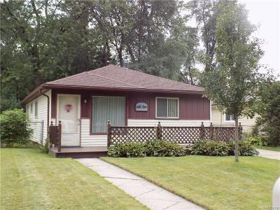 Livonia Single Family Home For Sale: 18185 Deering Street