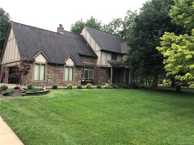 Grosse Ile Twp Single Family Home For Sale: 7927 Siding Court