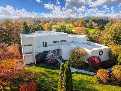 Bloomfield Twp Single Family Home For Sale: 1812 Moors Court