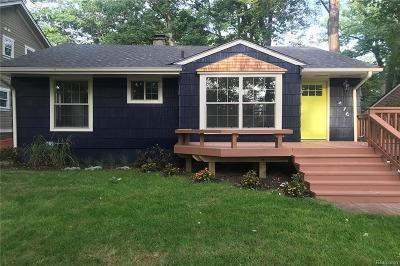 Keego Harbor, Sylvan Lake Single Family Home For Sale: 1476 Avondale