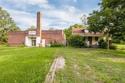 Romulus Single Family Home For Sale: 38431 Tyler Road