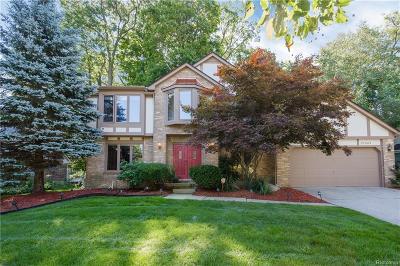 Farmington Hills Single Family Home For Sale: 37569 Emerald Forest
