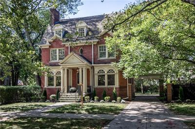 Detroit Single Family Home For Sale: 1005 Iroquois Street