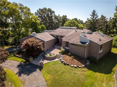 Bloomfield Twp Single Family Home For Sale: 4045 Fox Lake Drive
