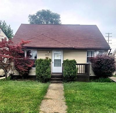Eastpointe Single Family Home For Sale: 23012 Tuscany Avenue