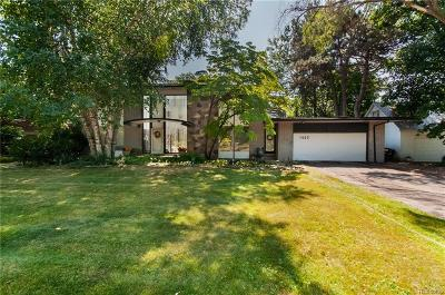 Detroit Single Family Home For Sale: 1425 Balmoral Drive