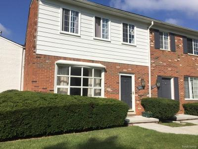 BLOOMFIELD Condo/Townhouse For Sale: 431 Fox Hills Drive N #87