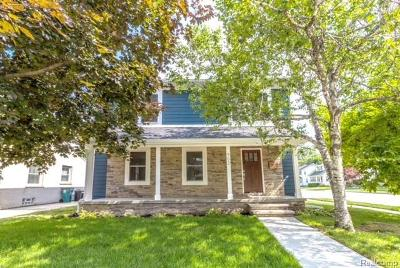 Royal Oak Single Family Home Contingent - Continue To Show: 902 Woodsboro Drive