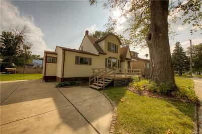 Hazel Park Single Family Home For Sale: 455 W Milton Avenue