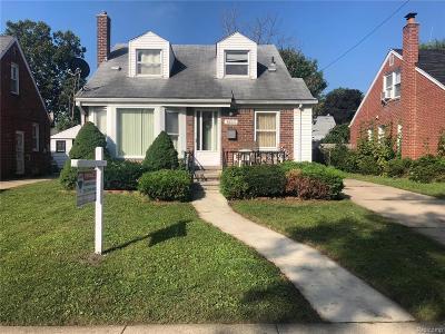 Dearborn Heights Single Family Home For Sale: 8243 Hazelton Street