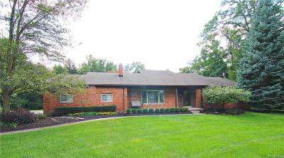 Bloomfield Twp Single Family Home For Sale: 4012 Blackthorn Court
