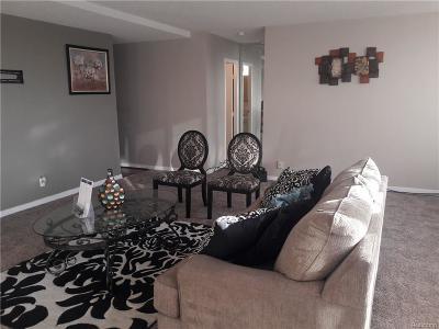 Detroit Condo/Townhouse For Sale: 8900 E Jefferson Avenue