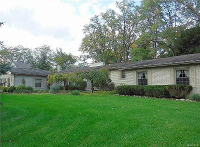 Bloomfield Twp Single Family Home For Sale: 1900 Marie Circle