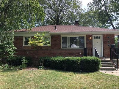 St. Clair Shores MI Single Family Home For Sale: $131,900