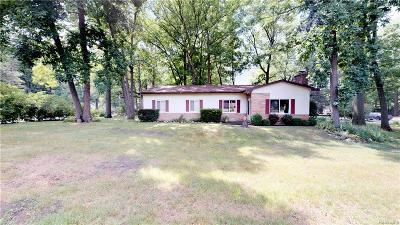 Hartland Twp Single Family Home For Sale: 1737 Maxfield Road
