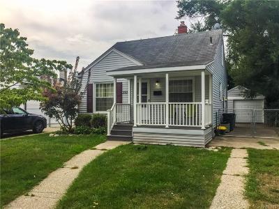 Royal Oak Single Family Home For Sale: 232 Devillen Avenue