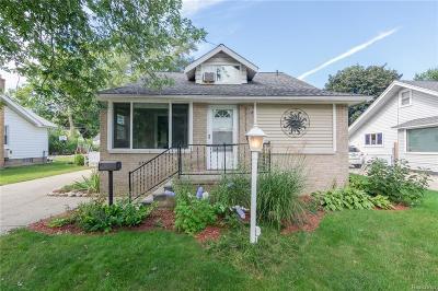 Oak Park Single Family Home For Sale: 23111 Seneca Street