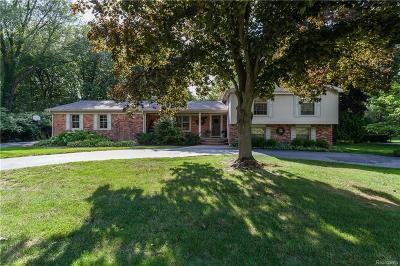 Bloomfield Hills Single Family Home For Sale: 2477 Hunt Club Drive