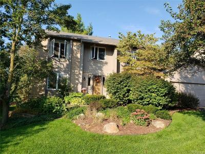 Wixom Single Family Home For Sale: 1811 Willowicke Drive