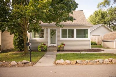 Keego Harbor Single Family Home For Sale: 2248 Cass Lake Road