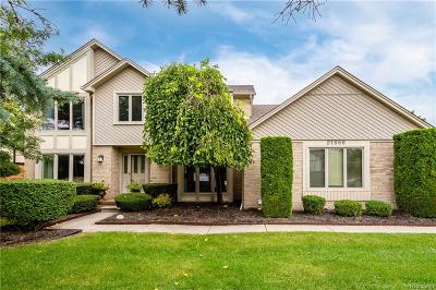 Farmington Hills Single Family Home For Sale: 21666 Glenwild