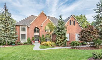 Rochester Hills Single Family Home For Sale: 1988 Tall Oaks Boulevard