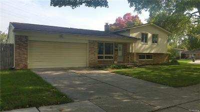 Royal Oak Single Family Home For Sale: 2922 Woodland Court