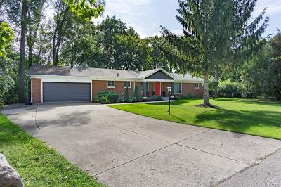 West Bloomfield Single Family Home For Sale: 2281 Horseshoe Drive