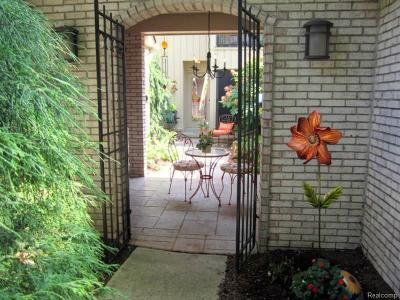 Bloomfield Twp Condo/Townhouse For Sale: 1202 S Timberview Trail