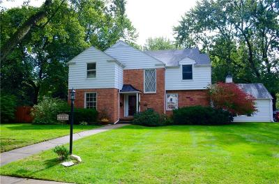 Royal Oak Single Family Home For Sale: 1715 Cedar Hill