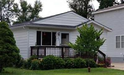 Wolverine Lake Vlg Single Family Home For Sale: 853 Adelaide Drive