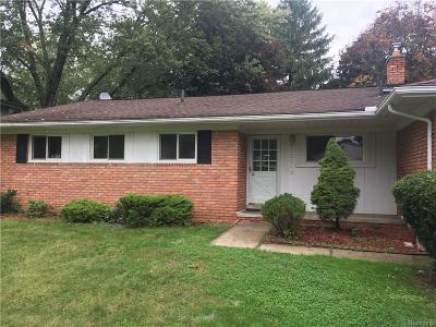 Farmington Single Family Home For Sale: 32343 Chesterbrook Street