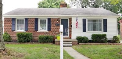 Livonia Single Family Home For Sale: 9818 Loveland Street