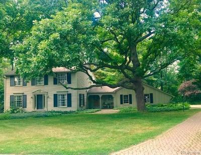 Bloomfield Twp Single Family Home For Sale: 725 Kensington Lane