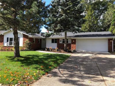 Livonia Single Family Home For Sale: 16941 Farmington Road